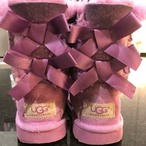 Uggs girls pink adorable boots for the Holidays